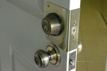 Eletcronic door strike entry systems